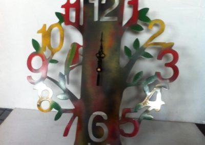 relojes únicos fabricados con corte de plasma en Tarragona